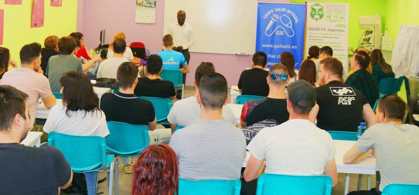 Conferencia tipo Debate y Discusión con análisis  de casos prácticos sobre  las EMERGENCIAS COMPLEJAS a favor de los estudiantes, profesores y otros altos cargos del INSTITUTO DE FORMACIÓN PROFESIONAL  DE LA FUNDACIÓN ALBOR en Jaén el día 26 de Abril del 2018.